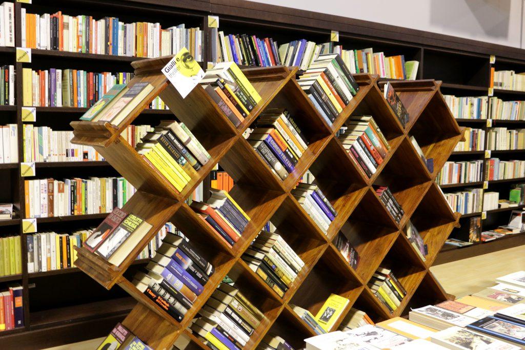 Libreria Usato Cambiago Di Mano in Mano