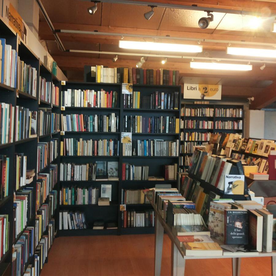 Nuova libreria nel negozio di viale espinasse 99 a milano for Librerie usato milano
