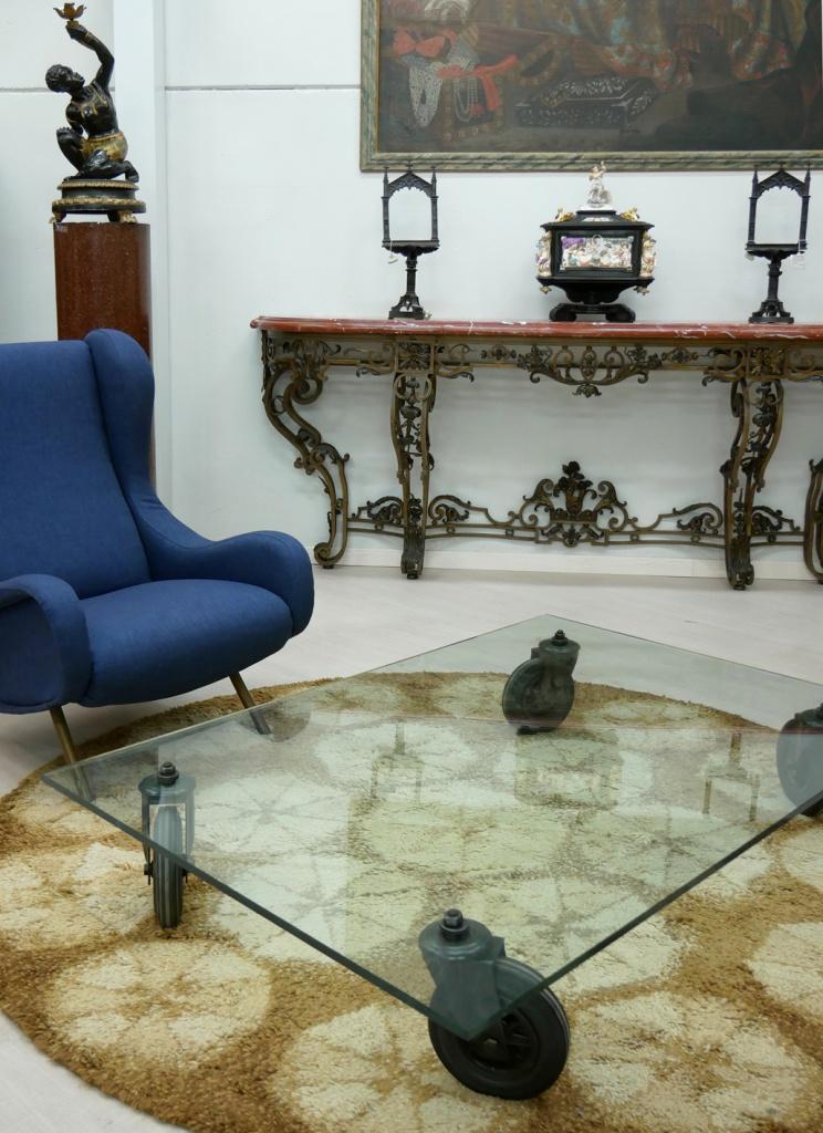 Il tavolo con ruote Gae Aulenti nel nostro negozio di Cambiago